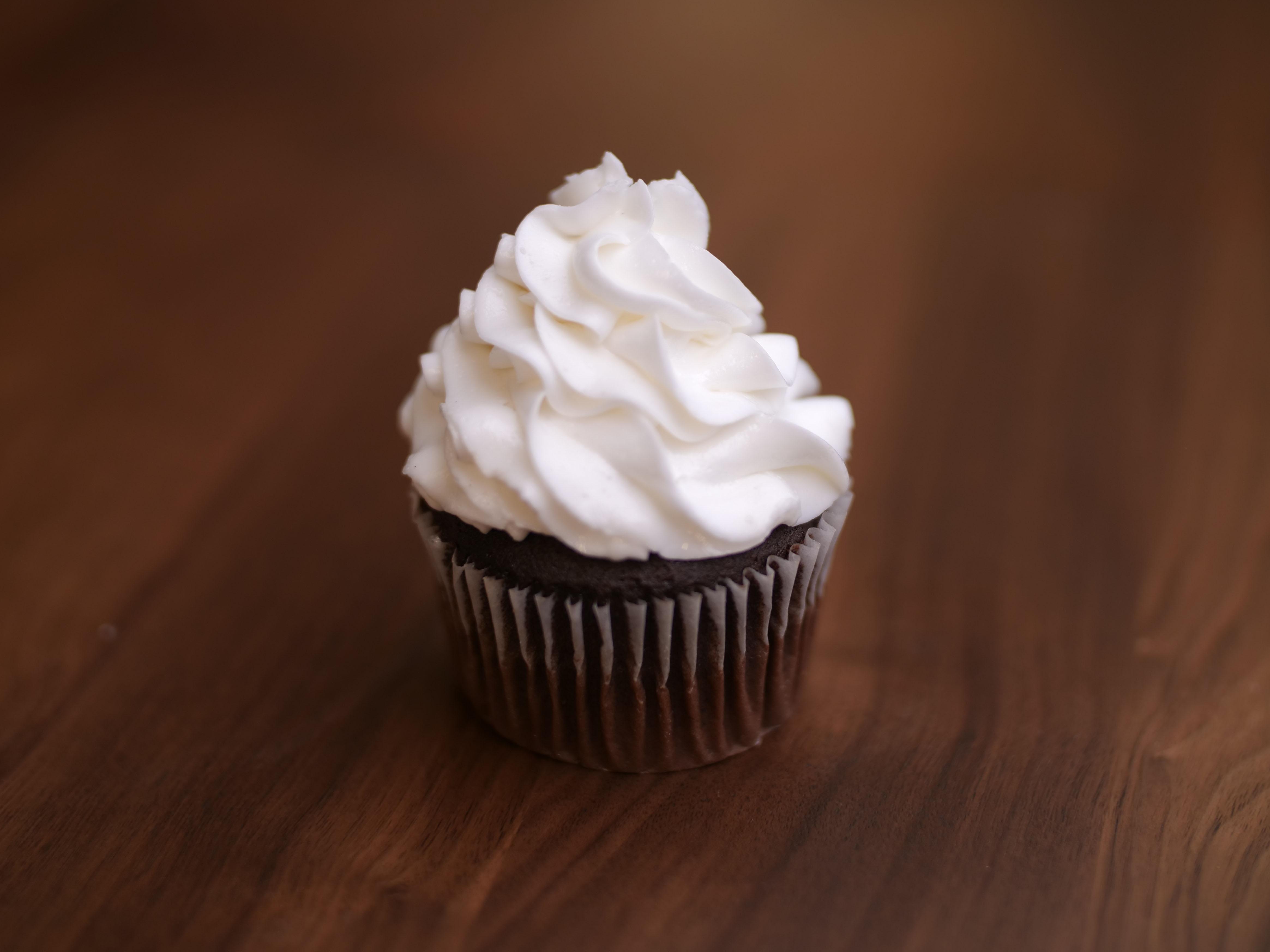 Cupcake White On Choc 2
